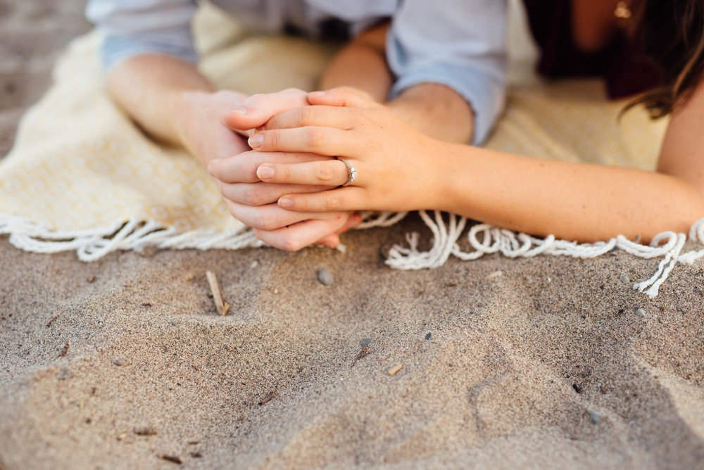 beach blanket engagement photos | Olive Photography Toronto